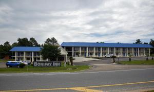 Bonifay Inn