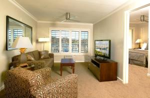 King Suite with Sofa Bed with Marina View