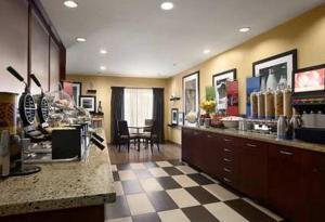 Hampton Inn Los Angeles/Carson, Отели  Carson - big - 24