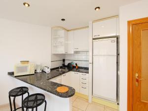 Apartment Palmiers 01.5, Apartmány  Llança - big - 2