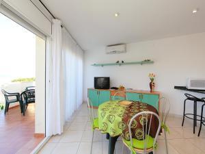 Apartment Palmiers 01.6, Apartmány  Llança - big - 10