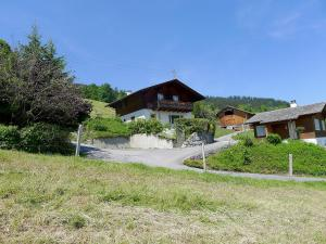 Chalet Papillon, Holiday homes  Schwanden - big - 4