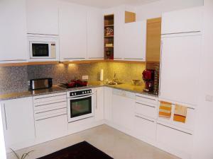 Apartment Am Kurpark.1, Апартаменты  Вена - big - 2