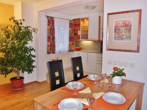 Apartment Am Kurpark.1, Апартаменты  Вена - big - 13