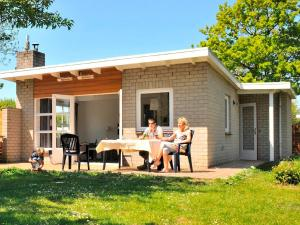Holiday Home Brouwersdam.5, Holiday homes  Ouddorp - big - 8