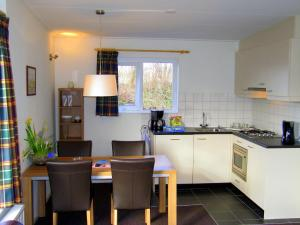 Holiday Home Middelharnis.1, Holiday homes  Ouddorp - big - 3
