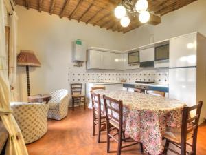 Locazione turistica Sesta.4, Apartments  San Gusmè - big - 9