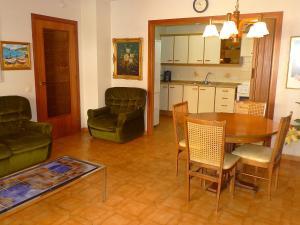 Apartment Voramar 01, Apartmány  L'Ampolla - big - 14