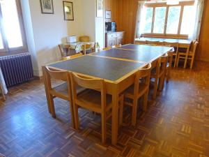 Chalet Riant Soleil, Holiday homes  Arveyes - big - 9