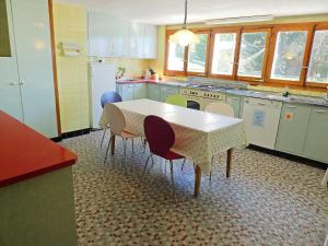 Chalet Riant Soleil, Holiday homes  Arveyes - big - 10