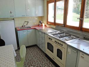 Chalet Riant Soleil, Holiday homes  Arveyes - big - 6