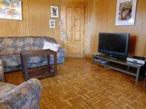 Chalet Riant Soleil, Holiday homes  Arveyes - big - 37