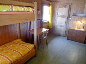 Chalet Riant Soleil, Holiday homes  Arveyes - big - 32