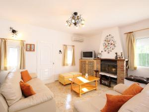 Villa Casa Bermon, Holiday homes  Torrevieja - big - 2