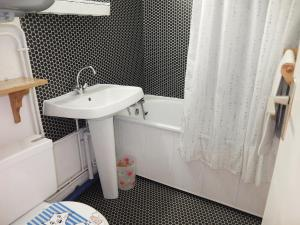 Apartment Les Asters.26, Apartmanok  Les Menuires - big - 6