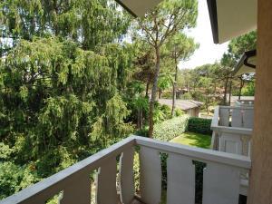 Locazione turistica Villa del Silenzio.2, Dovolenkové domy  Lignano Sabbiadoro - big - 7