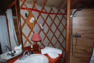 Almond Grove Yurt Hotel, Zelt-Lodges  Ábrahámhegy - big - 16