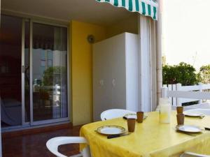 Rental Apartment Capounades - Narbonne Plage, Apartments  Narbonne-Plage - big - 4