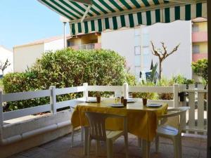 Rental Apartment Capounades - Narbonne Plage, Apartments  Narbonne-Plage - big - 3