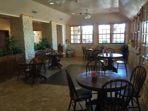 Fredericksburg Hill Country Hotel, Отели  Fredericksburg - big - 19