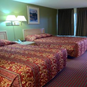 Queen Room with Two Queen Beds Non-Smoking