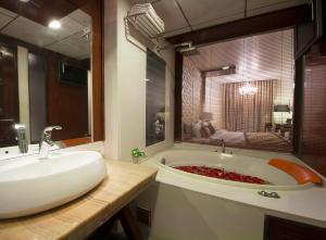 Hotel Aura, Отели  Нью-Дели - big - 7