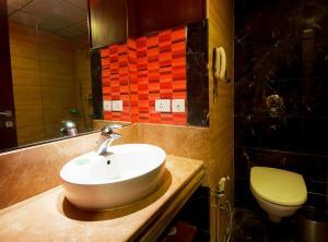 Hotel Aura, Отели  Нью-Дели - big - 84