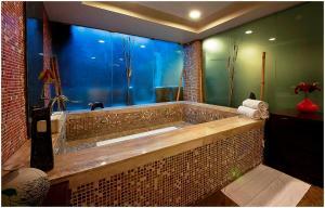Hotel Aura, Отели  Нью-Дели - big - 81