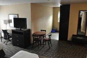 Queen Room with Two Queen Beds with Kitchenette - Non Smoking