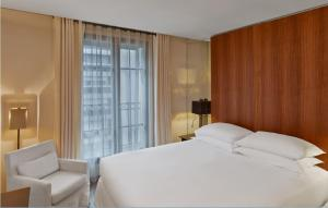 Classic Double or Twin Room with Pool Access