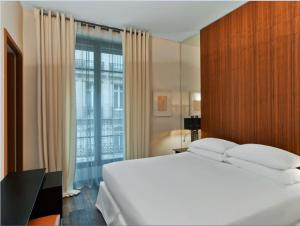 Deluxe Room With Pool Access