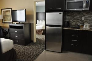 Queen Suite with Two Queen Beds with Kitchenette - Non smoking