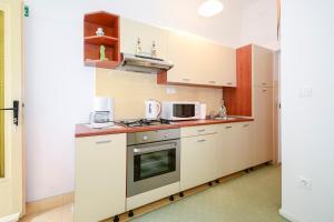 Apartments Jadranka 1705, Апартаменты  Каштела - big - 11