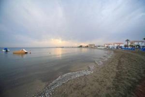 Sandy Beach House 14, Prázdninové domy  Voroklini - big - 16