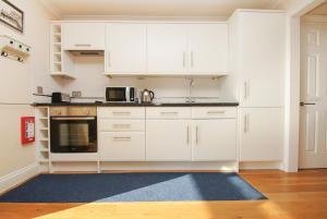 Roedean Crescent, Апартаменты  Брайтон-энд-Хов - big - 8