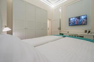 Revelton Suites Karlovy Vary, Ferienwohnungen  Karlsbad - big - 17