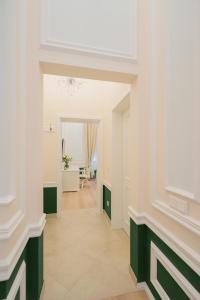 Revelton Suites Karlovy Vary, Ferienwohnungen  Karlsbad - big - 18