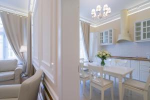 Revelton Suites Karlovy Vary, Ferienwohnungen  Karlsbad - big - 27