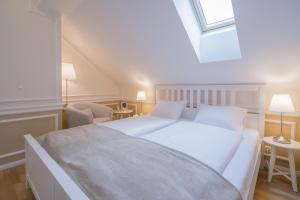 Revelton Suites Karlovy Vary, Ferienwohnungen  Karlsbad - big - 53