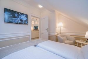 Revelton Suites Karlovy Vary, Ferienwohnungen  Karlsbad - big - 56