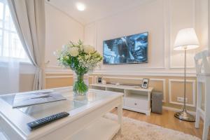 Revelton Suites Karlovy Vary, Ferienwohnungen  Karlsbad - big - 57