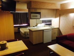 Queen Suite with Sofa Bed - Non-Smoking