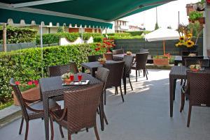 Hotel Michela, Отели  Марина-ди-Масса - big - 53