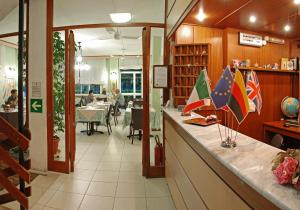 Hotel Michela, Отели  Марина-ди-Масса - big - 34