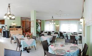 Hotel Michela, Отели  Марина-ди-Масса - big - 30
