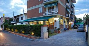 Hotel Michela, Отели  Марина-ди-Масса - big - 29