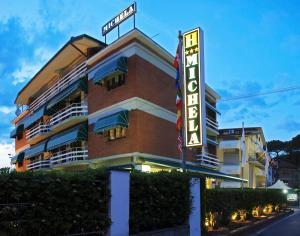 Hotel Michela, Отели  Марина-ди-Масса - big - 42