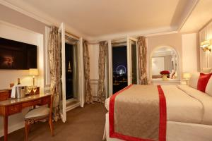 Eiffel Tower Junior Suite