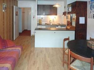 Rental Apartment Les Carlines, Apartments  Les Orres - big - 2