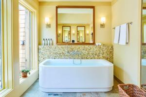 Superior Villa with Spa Bath